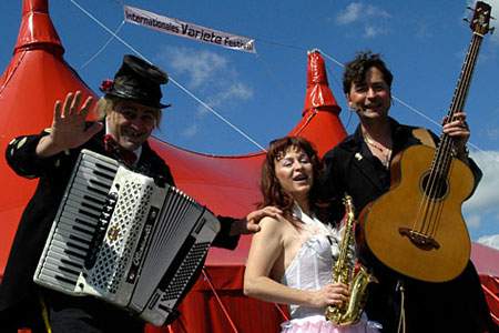 Das Trio Grande beim 1. Internationalen Varietéfestival 2004